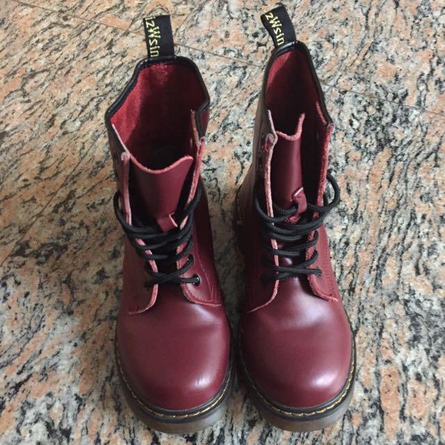 經典真皮八孔酒紅馬丁靴