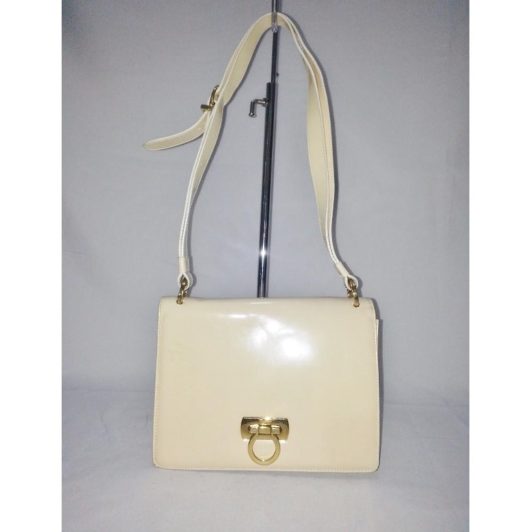 Authentic SALVATORE FERRAGAMO Gancini Shoulder Bag 13b7db6827