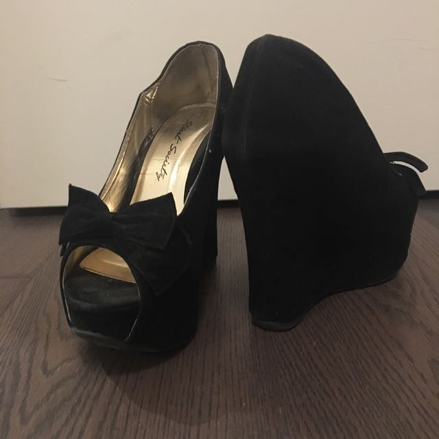Black Wedged Shoes