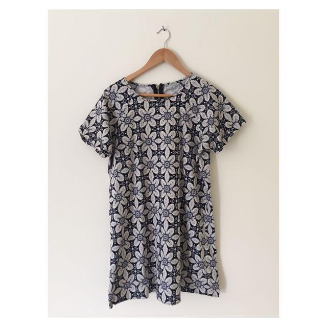 Floral Summer Dress   Size 10-12