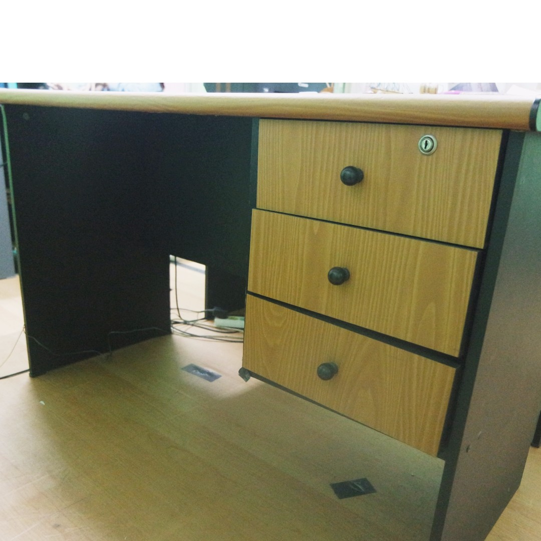 Meja Kantor ( 4 Set )