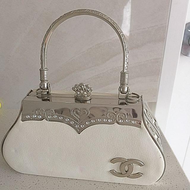 Small Chanel Handbag (replica)