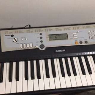 Black Yamaha Keyboard