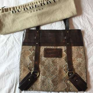 💰PRICE REDUCED💰 Medium/large Sized Burberry Bag