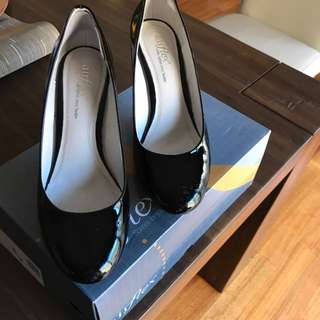 Airflex Black Patent Heel With Small Platform