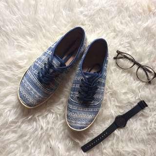Sepatu Biru Size 38