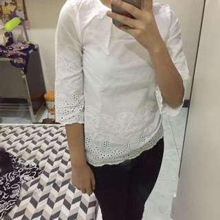 Kaos Putih Renda