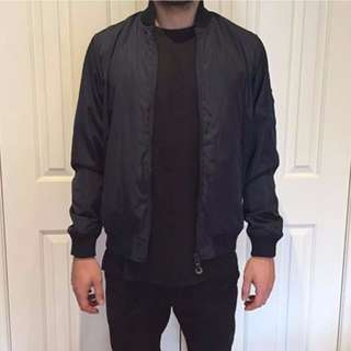 Obey Bomber