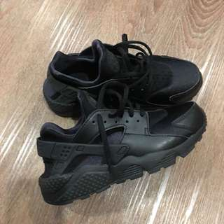 Air Huaraches By Nike