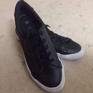 Sportsgirl runners / shoes size 37