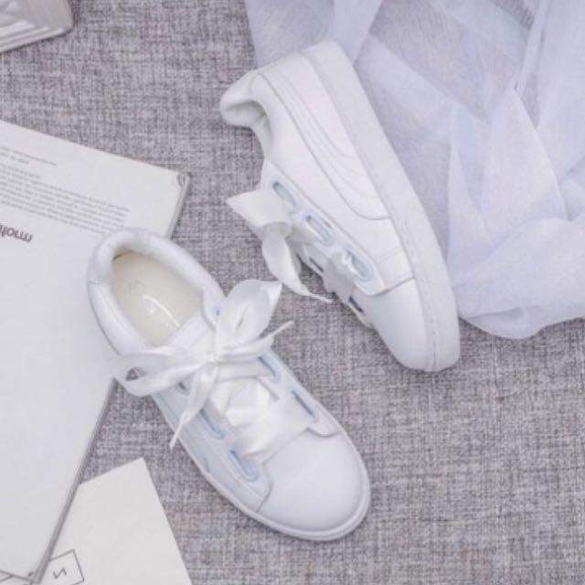 緞帶小白鞋
