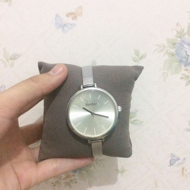 berskha woman watch