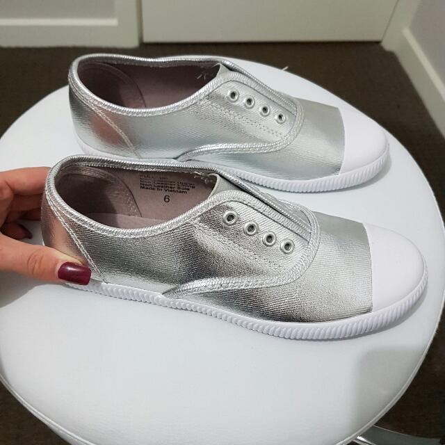 BETTS Silver Sneaker - Size 6