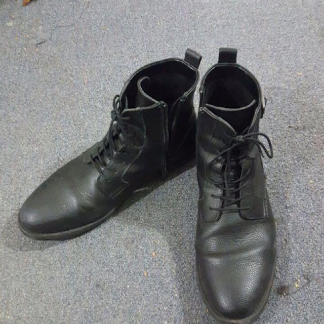 Black Calvin Clein Boots