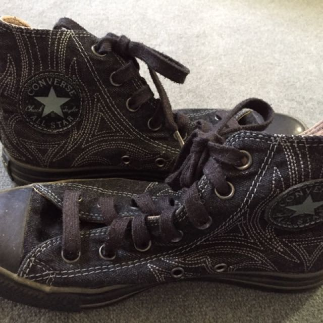Black Embroidered Converse - Super cool 😎
