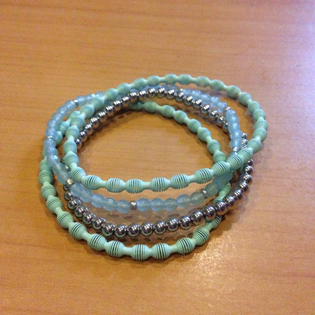 Blue elastic bracelet set