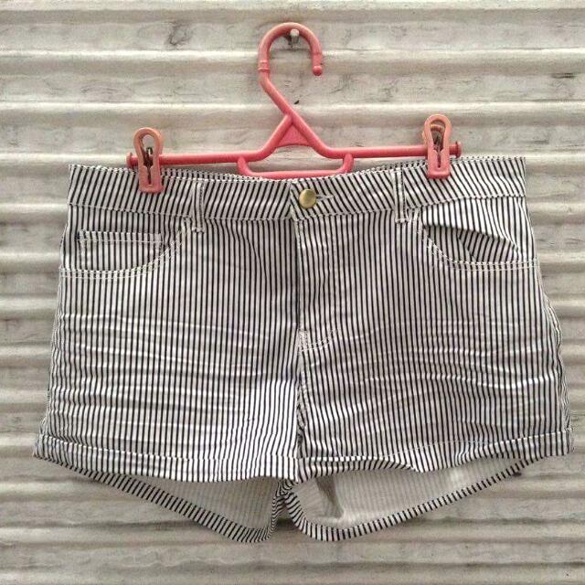 H&M Stripe Shorts EUR 40
