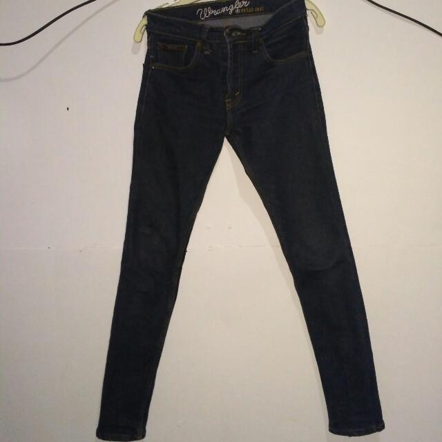 Jeans wrangler 29 Hitam Slimfit