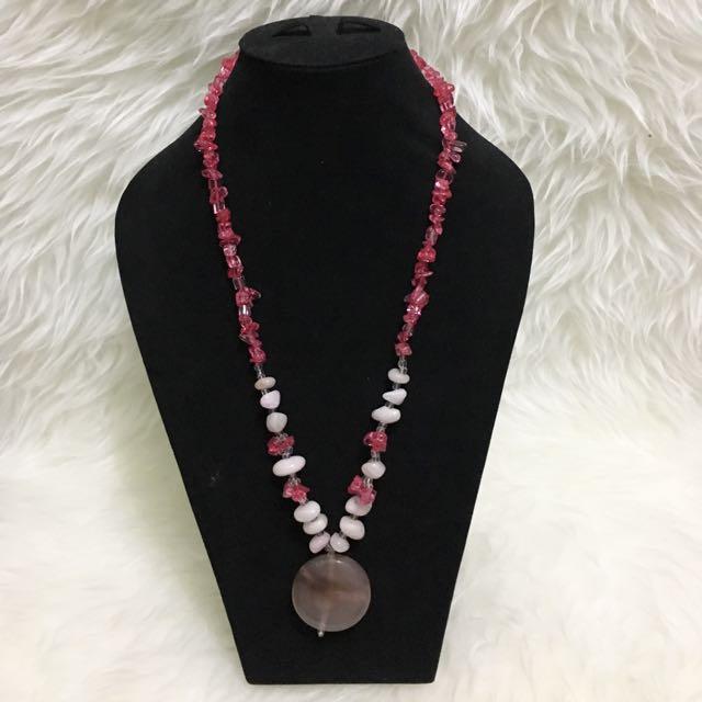 kalung batu etnik