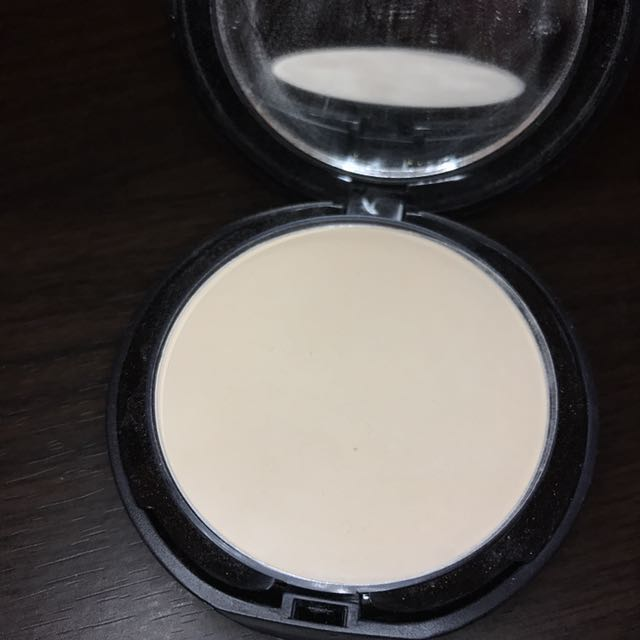 L.A GIRL PRESSED POWDER IVORY
