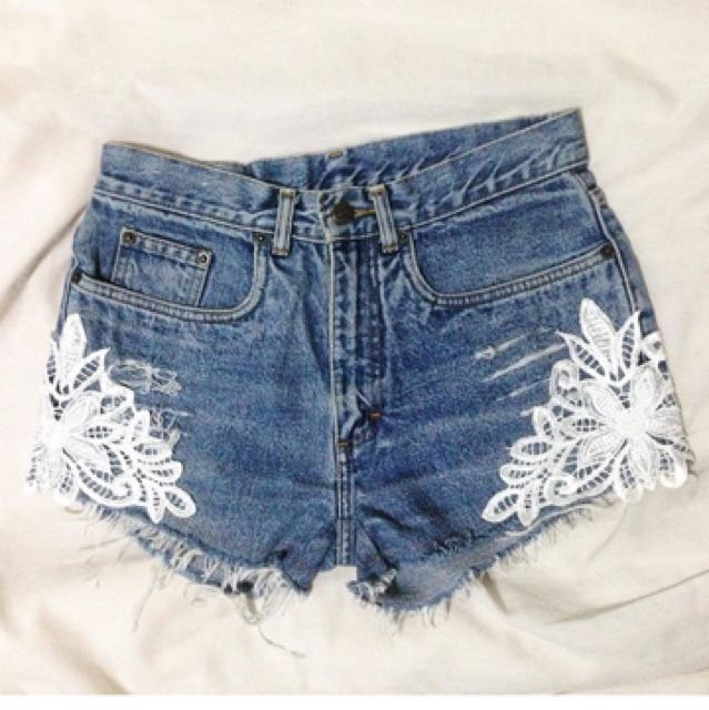 midwaist shorts with lace