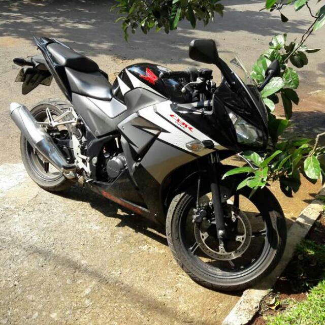 motor honda CBR hitam 150 thn 2014