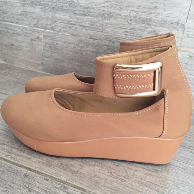 Sepatu no brand