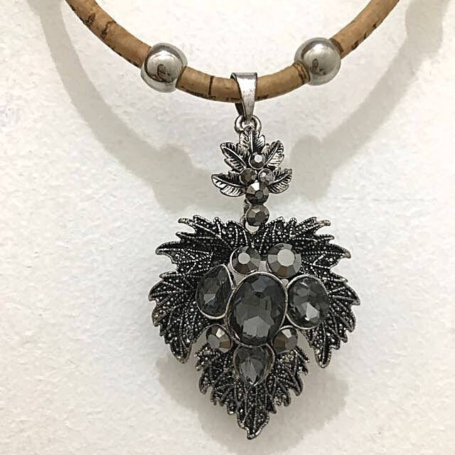 SPANISH LEAF NECKLACE