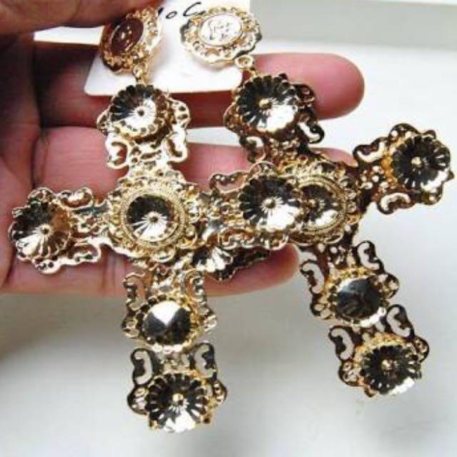 Verge Girl Cross Earrings