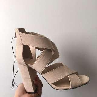 suede nude heels size 7 us