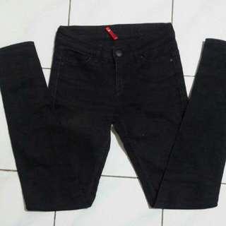 Uniqlo Black Size 28