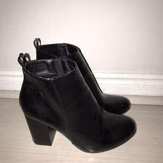 Black Boots Sz 8