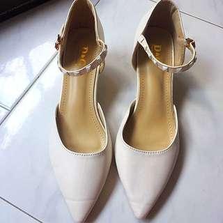 Beige Kitten Heel Shoe Size 37