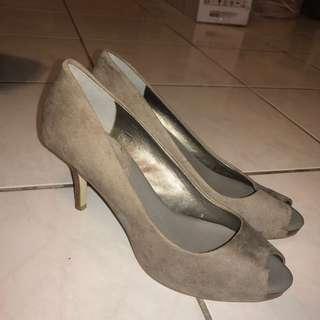 Banana Republic 土灰色高跟鞋