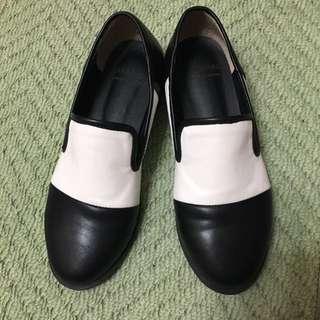 pimgo 購入 韓國英倫黑白拼接皮質平底樂福鞋牛津鞋便鞋(降價)