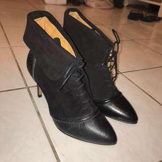 Zara黑色麂皮踝靴