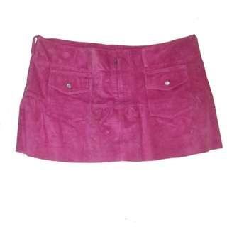 (二手)義大利UNITED COLOR OF BENETTON 蜜桃紅麂皮短裙suete skirt(裙擺皺摺小A,低腰款)(500銀元含運)