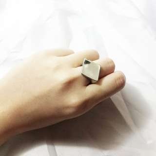 (BRAND NEW) Ring