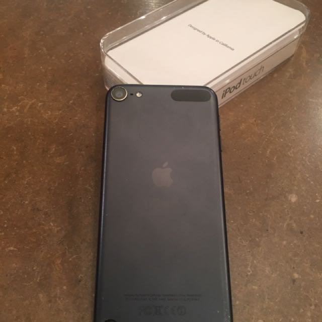 ~ iPod Touch 5th Gen 64GB BLACK ~