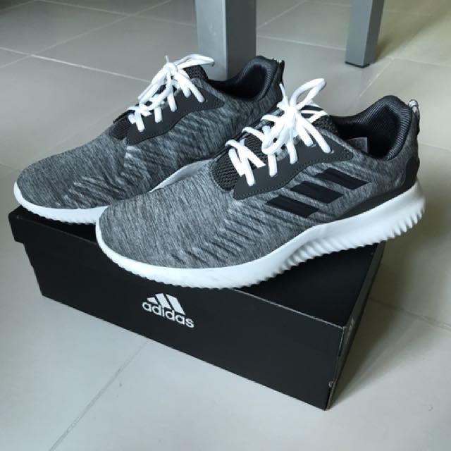 Adidas AlphaBounce RC m gris, hombre 's Fashion, calzado en carousell