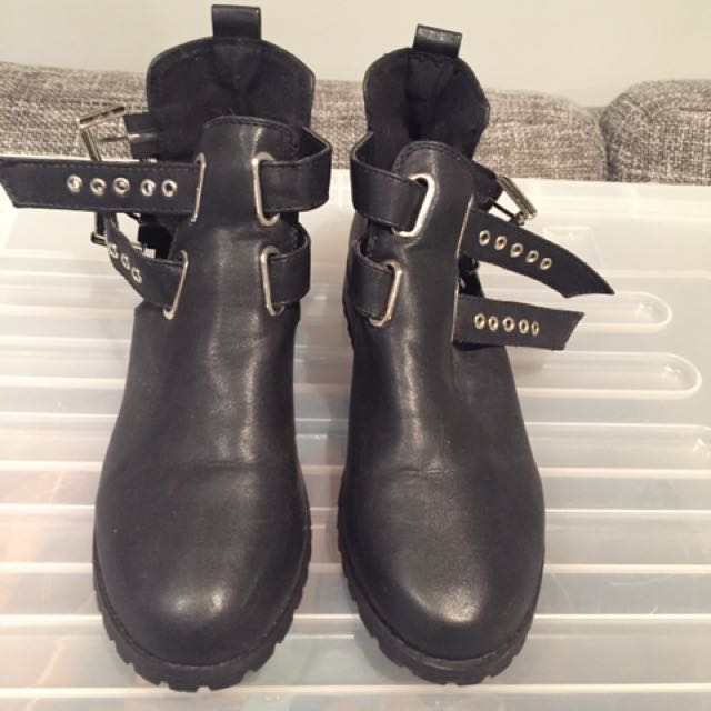 BLACK BOOTS SIZE 37