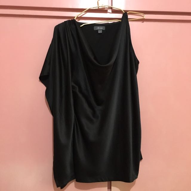Black Forme Formal Top