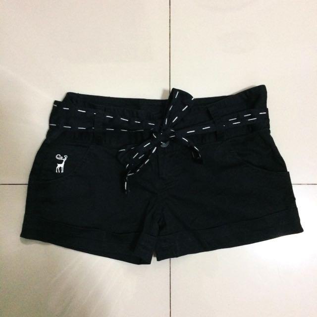 Celana Pendek / Black Shorts With Stripes Belt