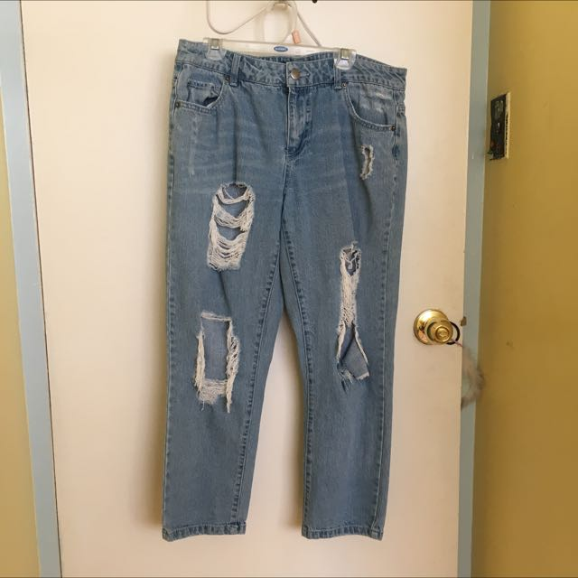 F21 DISTRESSED BF JEANS