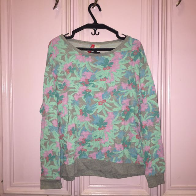 Forever 21 Gray Floral Sweater