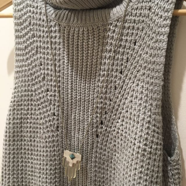 Grey Knit And Necklace Combo