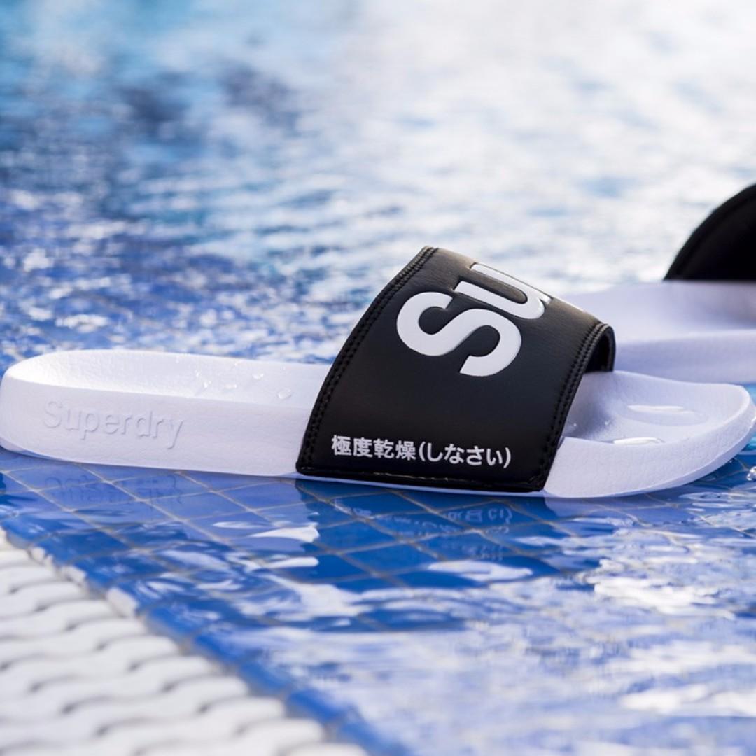 「i」【預購】極度乾燥 Superdry Pool Slider 黑白 大LOGO 休閒運動拖鞋 海灘拖 女