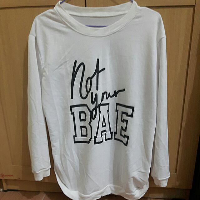Kaos Sweater Putih