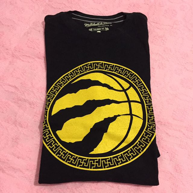 Mitchell And Ness Shirt By Toronto Raptors Size Small But Fits Medium
