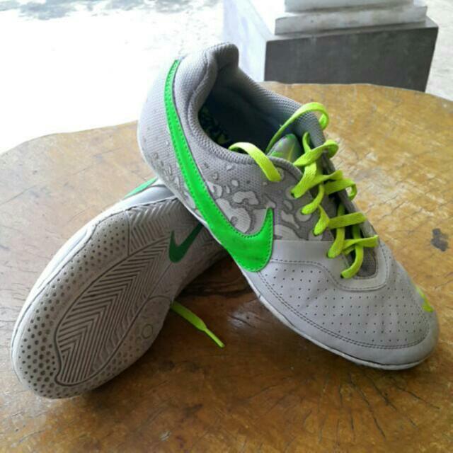 [REPRICE Lagi] Sepatu Futsal uk. 38.5 || Nike Elastico II Pure Platinum/Poison Green